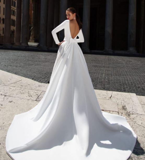 Hladké, jednoduché svatební šaty značky Tesoro Avellino, zkrácené rukávy do 3/4 délky, prodejní cena 12000 Kč - Obrázek č. 3