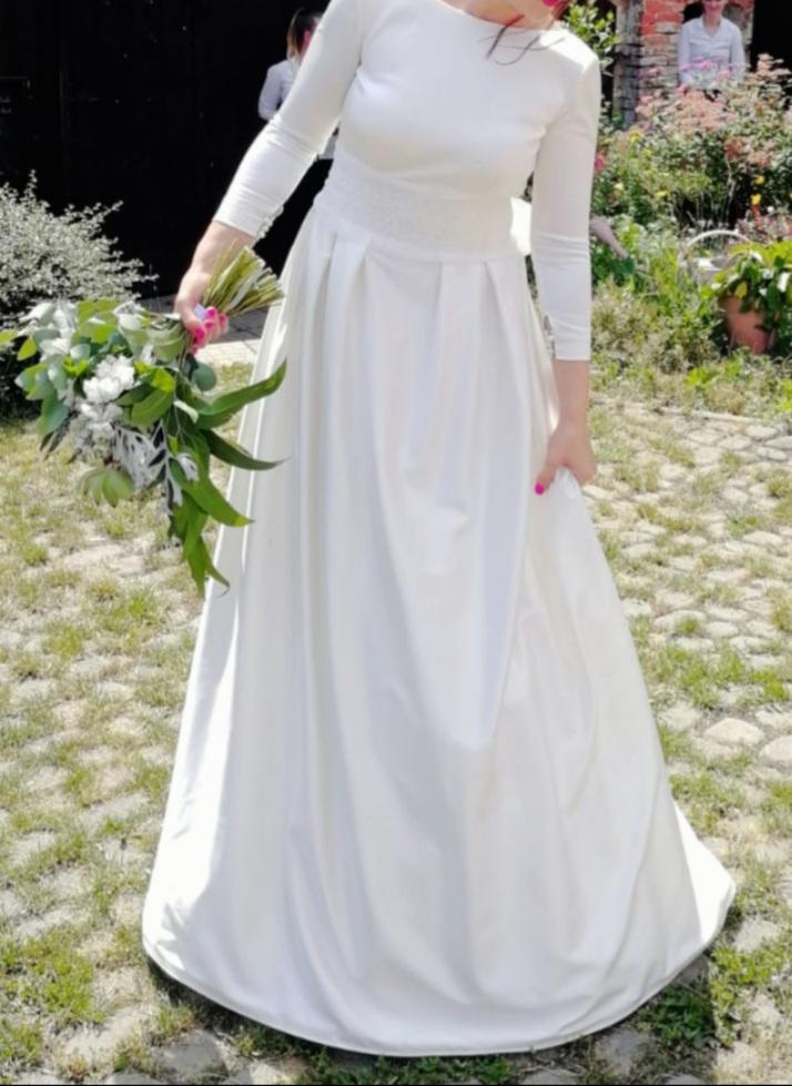 Hladké, jednoduché svatební šaty značky Tesoro Avellino, zkrácené rukávy do 3/4 délky, prodejní cena 12000 Kč - Obrázek č. 2