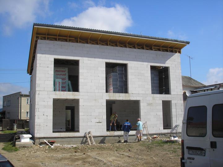 Pasívny dom Kostolná-Záriečie - Hrubá stavba krátko pred dokončením.