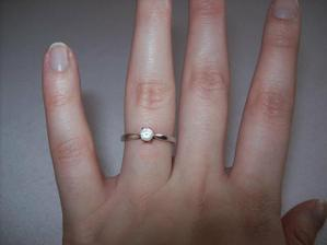 můj krásný zásnubní prstýnek...