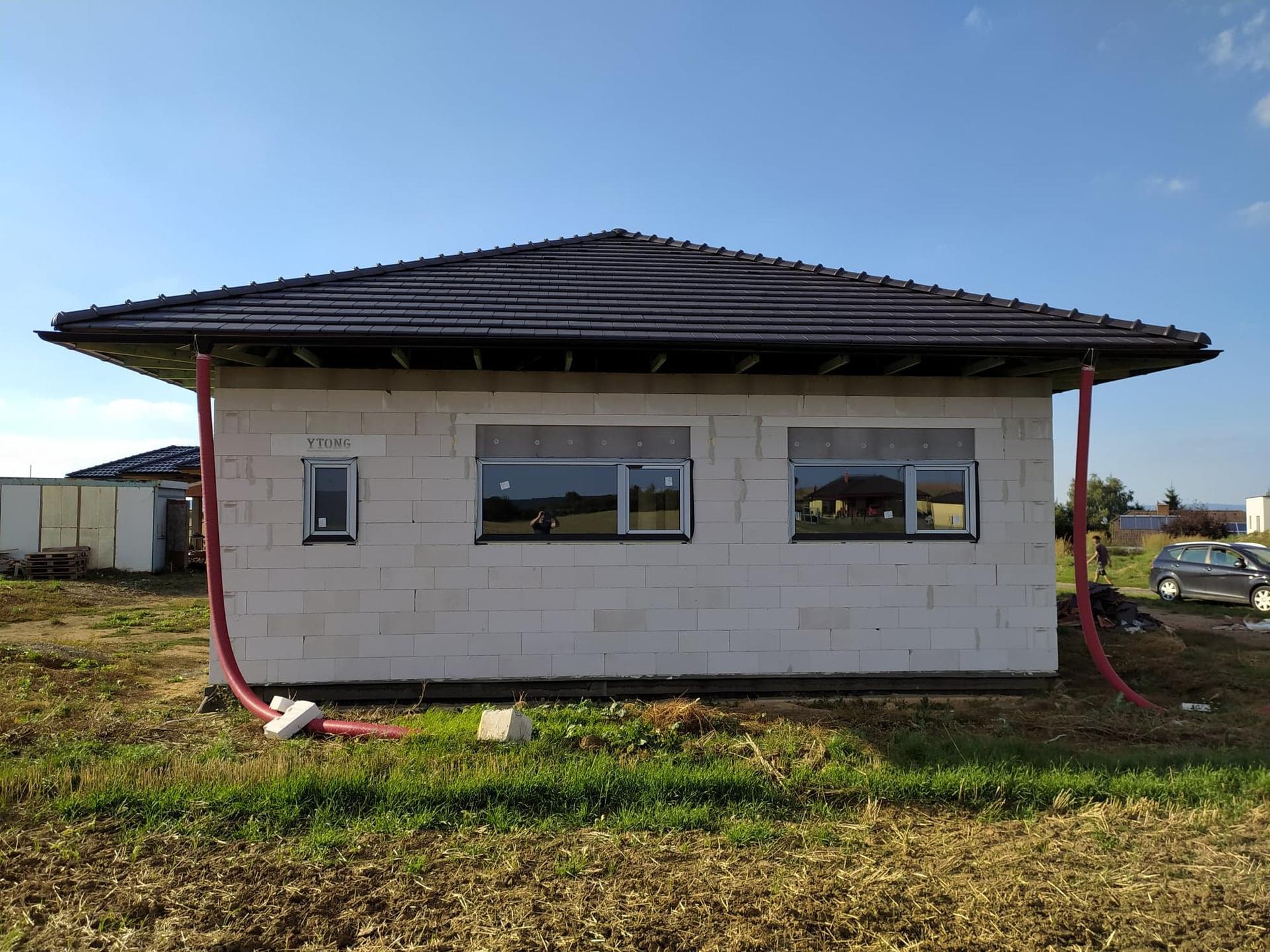 Krabička plná snů - hrubá stavba - Okna Rehau-Geneo bez armovacích výztuží, zpevněna skelnými vlákny