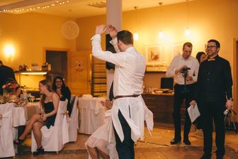 Vysvobozování nevěsty...jedním z úkolů samozřejmě muselo být Labutí jezero :D