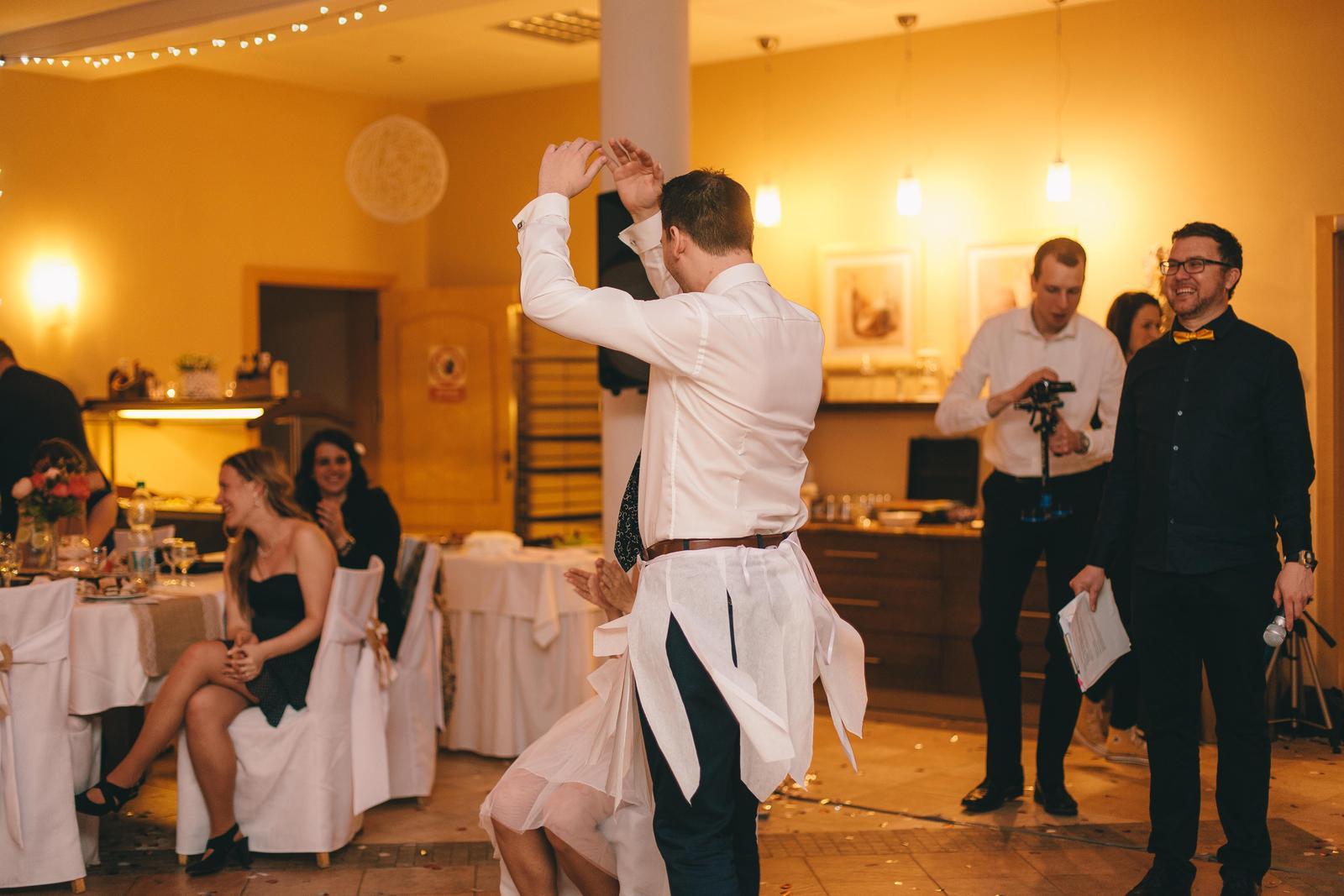 ♥ Monika{{_AND_}}Filip ♥ - Vysvobozování nevěsty...jedním z úkolů samozřejmě muselo být Labutí jezero :D