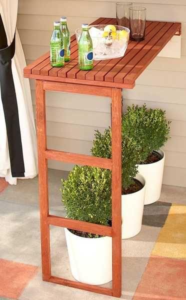 Balkónovanie - zmestí sa barový pult i trochu zelene :)
