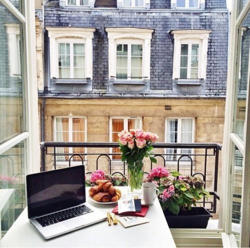 Balkónovanie - cez (balkónové) okno...
