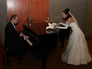 drahy mi zahral aj na klaviri . .
