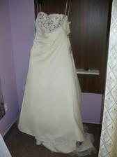 Moje svatební šaty - přední část