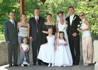 ...surodenci s rodinami...