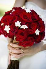 kytica bude len asi z cervenych ruzi, jednoducha...