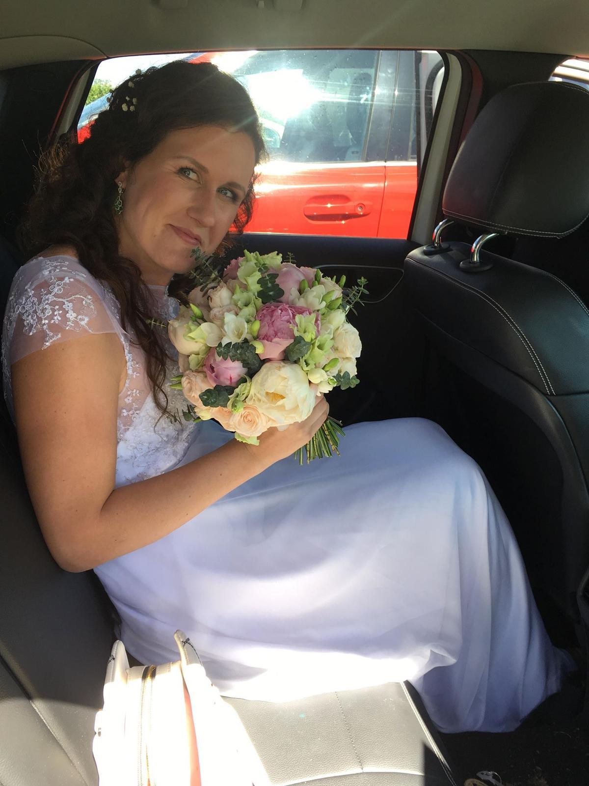 Markéta{{_AND_}}Martin - Čekající nevěsta v autě