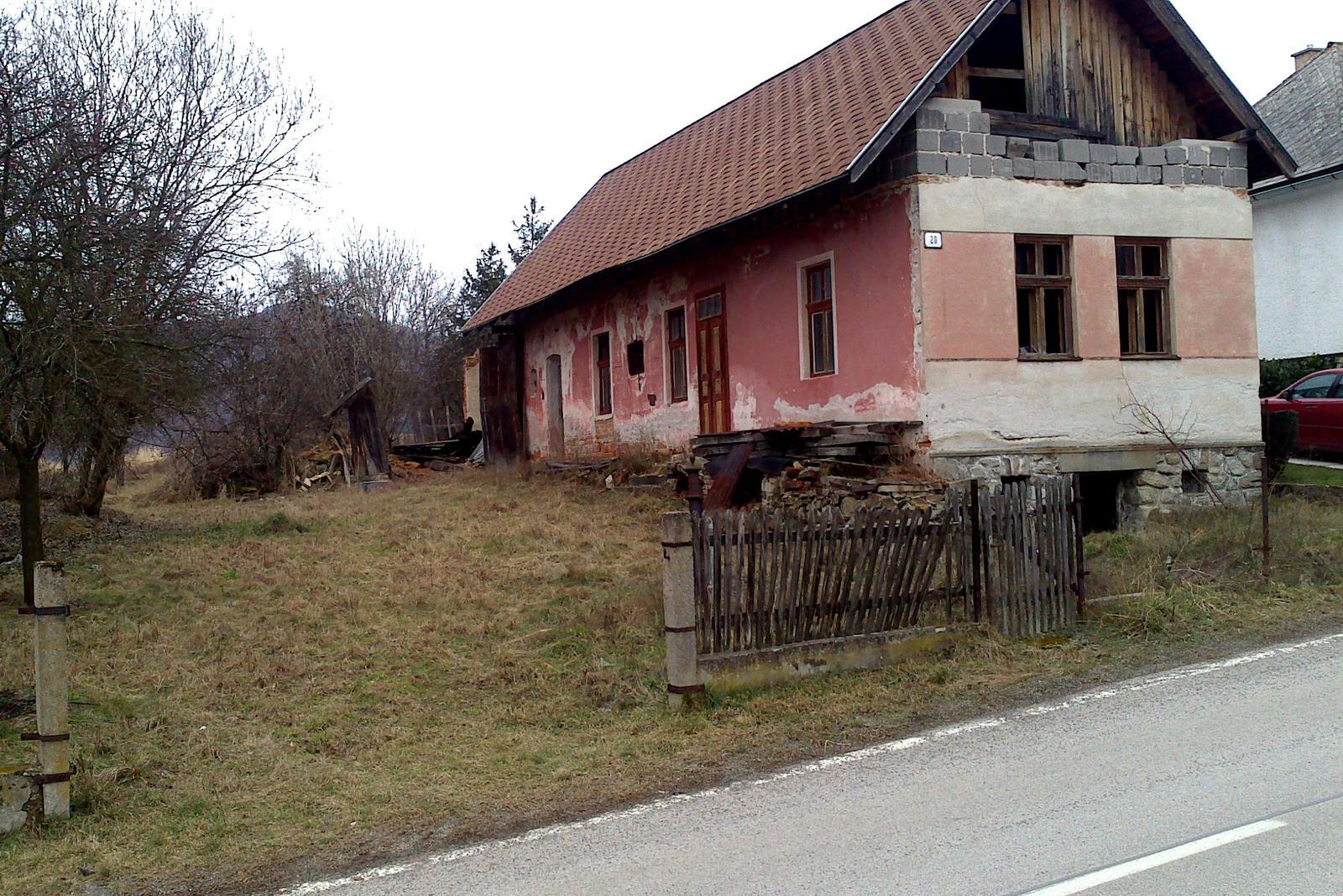 Rekonštrukcia domčeka z roku 1937 - Apríl 2014. Tesne pred začiatkom rekonštrukcie