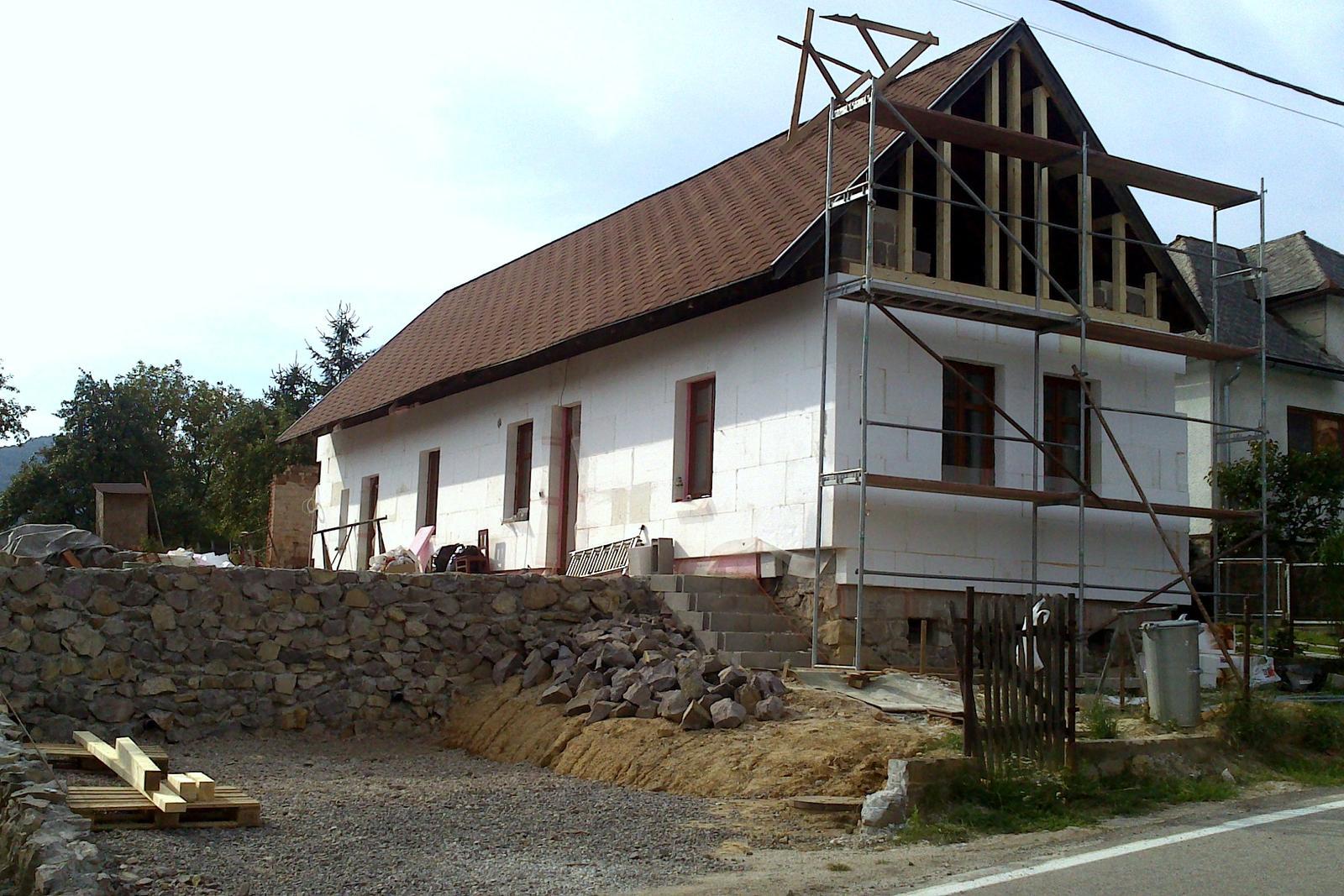 Rekonštrukcia domčeka z roku 1937 - A začína sa zatepľovať. Hrúbka polystyrénu: 18 cm. To sa však vnútri medzitým udiali významné zmeny