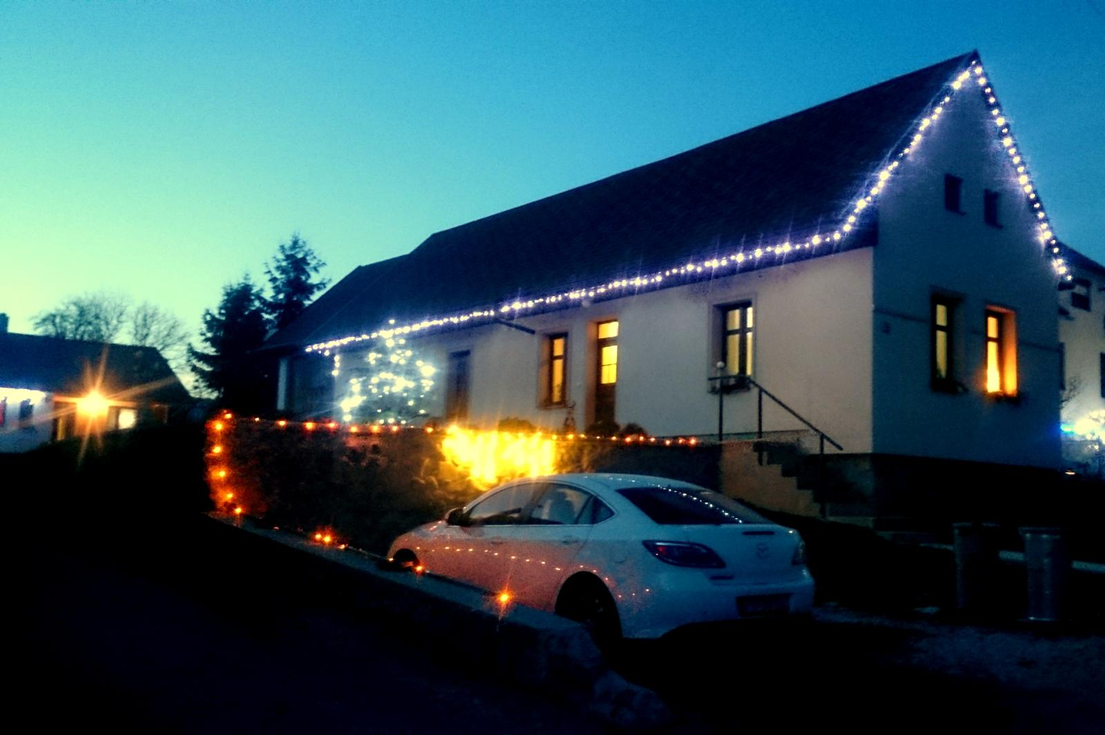 Rekonštrukcia domčeka z roku 1937 - Čakanie na Vianoce. A na sneh.