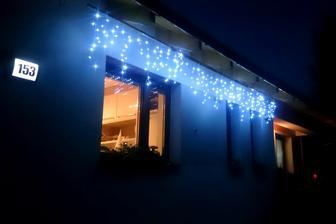 PREDNÝ: Nočný pohľad od ulice (od východu)...