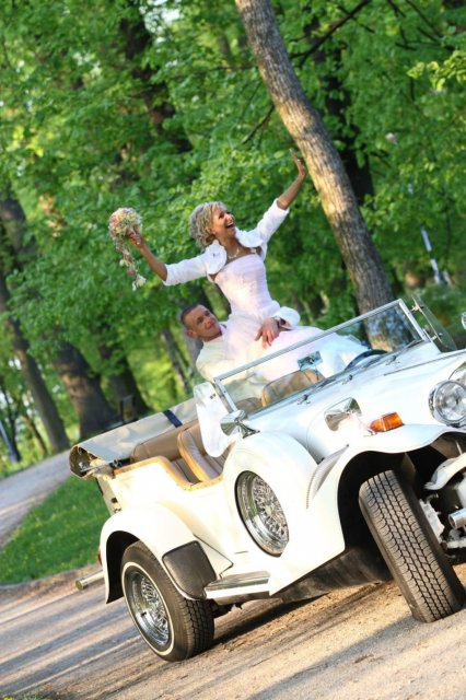 Barbora Konickova{{_AND_}}Igor Tinak - titanic v aute