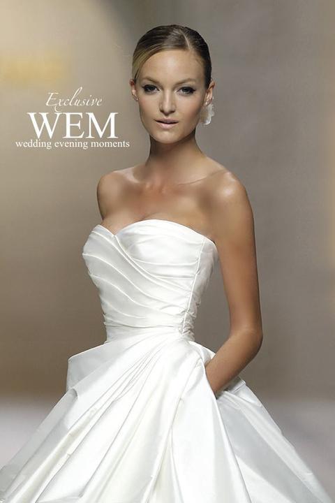 4a56a20525c6 Nádherné luxusné šaty zo 100% hodvábu z kolekcie Atelier Pronovias ...