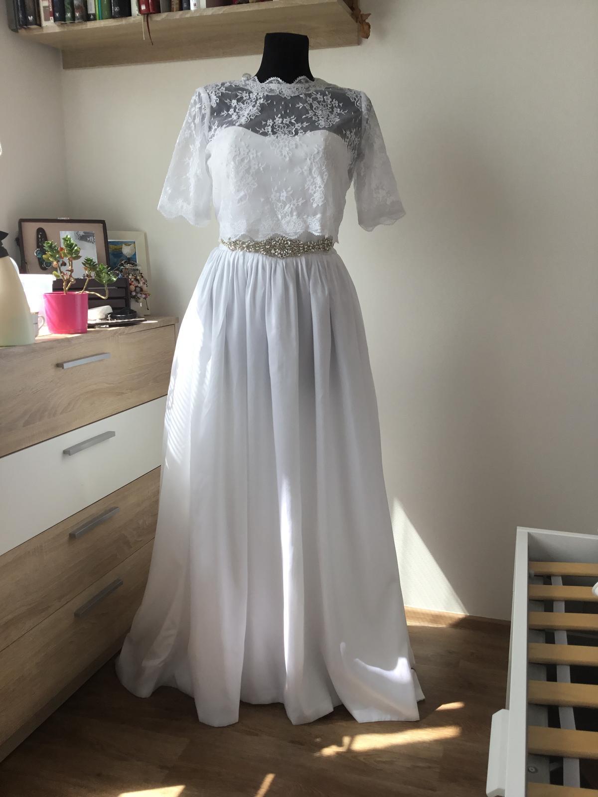 Sněhově bílé svatební šaty - Obrázek č. 1