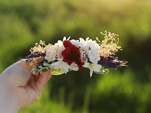 """Prekrásny hrebienok od šikovnej dievčinky 👌 Bol súčasťou celého svadobného dňa :) Link na FB stránku: https://m.facebook.com/profile.php?id=496884200338627 a link na hrebienok s názvom """"Makový bozk"""" zo stránky Sashe: https://www.sashe.sk/magaela/detail/hrebienok-makovy-bozk  Maky - pre mňa dokonalé kvety. Možno aj to, že som Makova kverinka, mi bolo súdené ❤ - Obrázok č. 1"""
