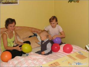 manžílkovy dcerky se Štěpánkem a balónky