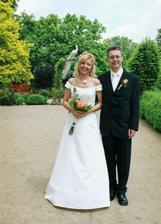 novomanželé s bílým pávem ...