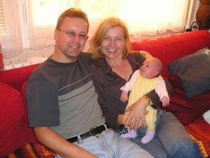 """S """"čerstvou"""" vnučkou Emminkou 09/07 - se nám ale ta rodina rozrůstá, co ... :-))"""