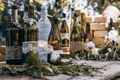 Zdobené sklenice od piva a vína,