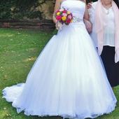 Bílé svatební šaty + spodnice, pásek, spona, závoj, 38