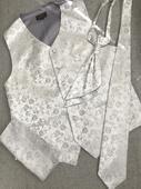 Svatební vesta Beytnur s kravatou a kapesníčkem, 52