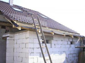 a střecha