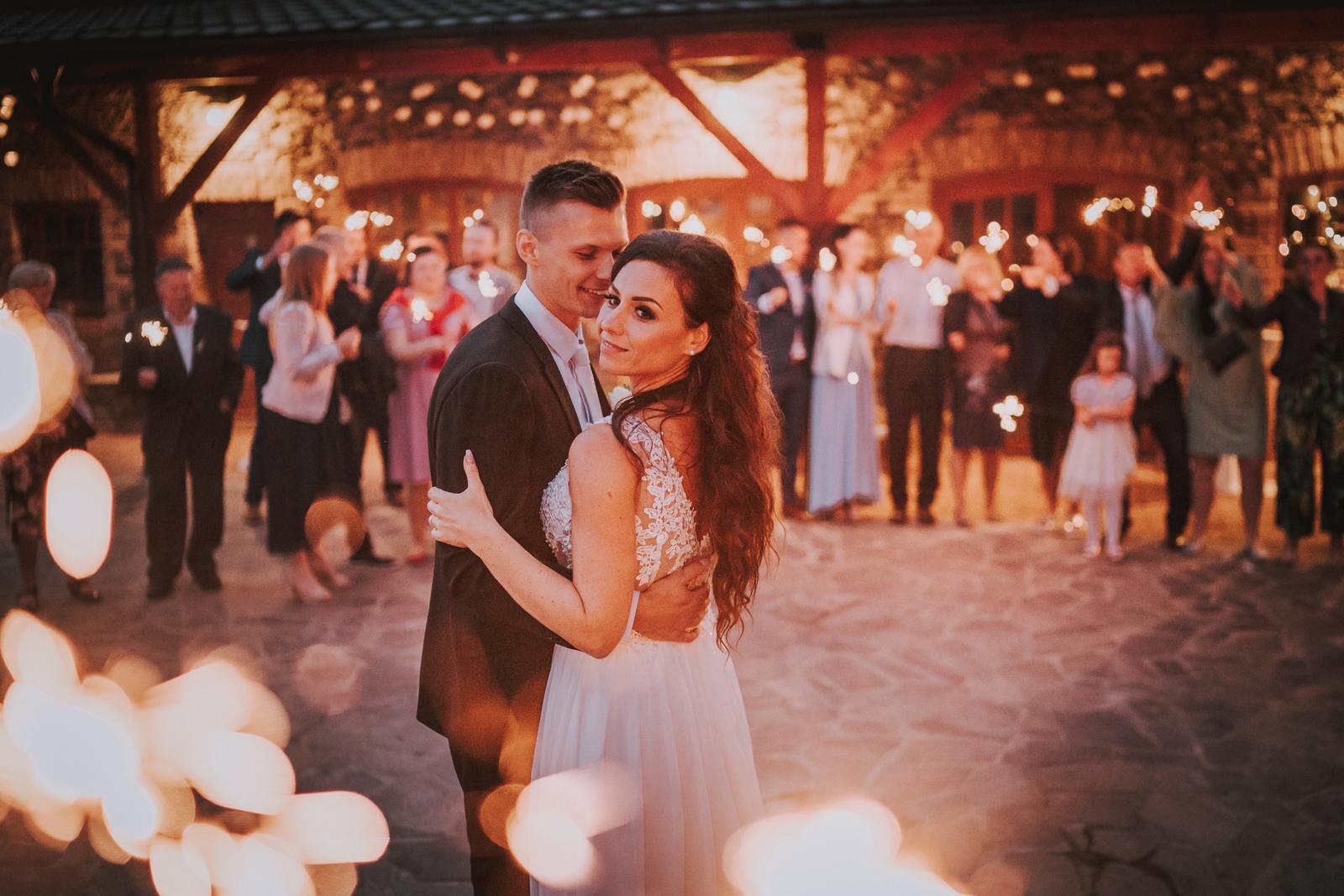 Nádherné svatební šaty - Obrázek č. 2