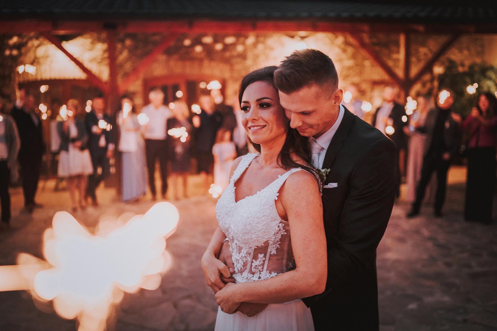 Nádherné svatební šaty - Obrázek č. 3