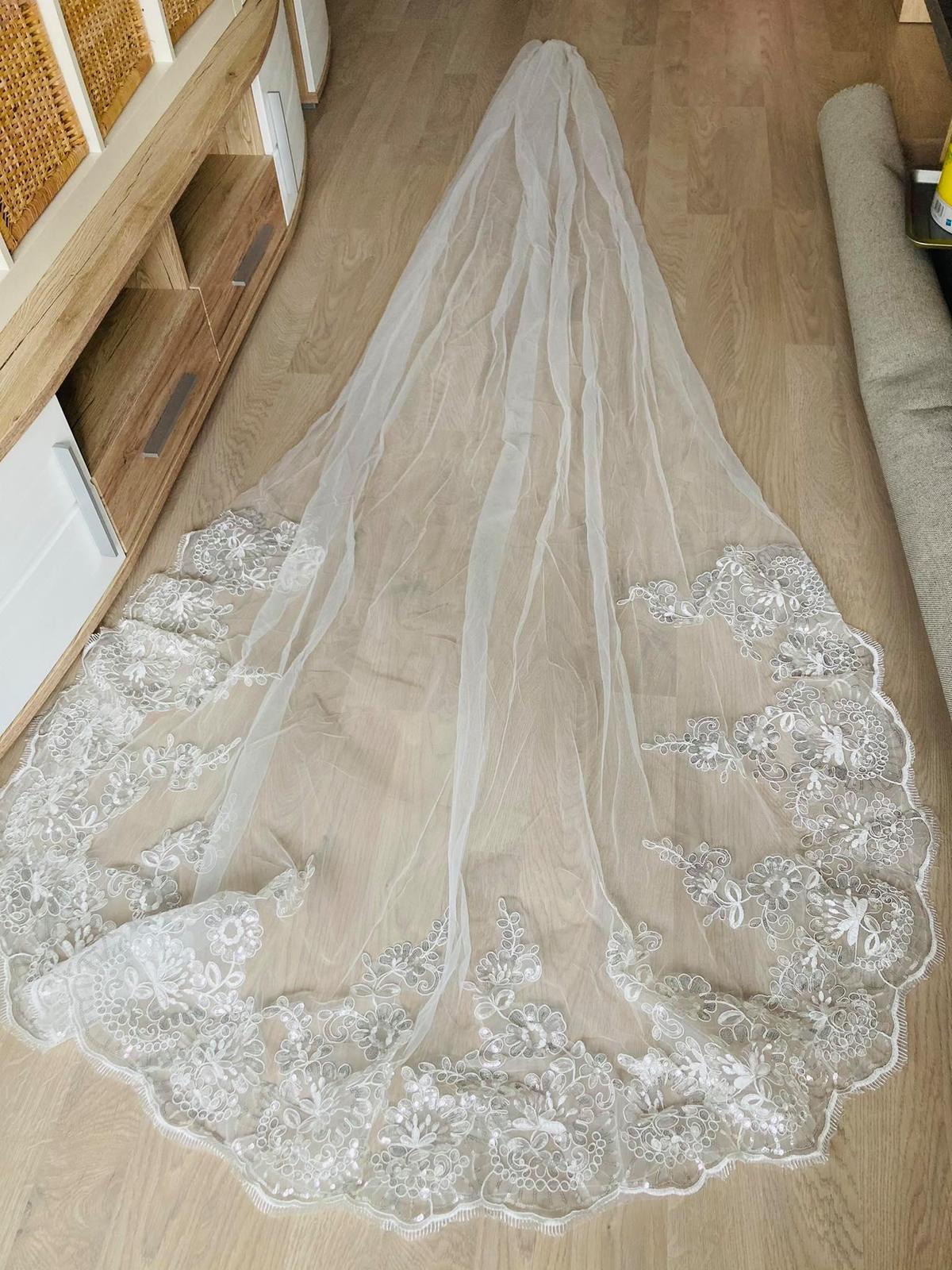 luxusní svatební závoj - Obrázek č. 1