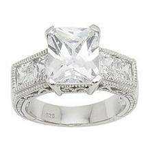 podobny mam zasnubny prsten,ale moj je krajsi:D