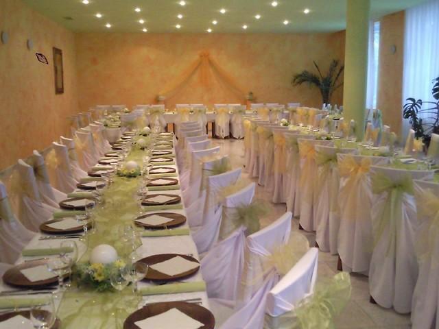 Natalka a Maťko - takto si predstavujem stoly:Dlen v ruzovo-bielej:D