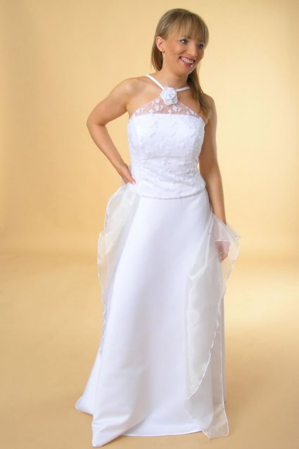 M&ms - ale z uzkou suknou, podla obrazku by som si ich nikdy nevybrala . len treba vyskusat. mam rada jednoduchost a preto tieto :-)