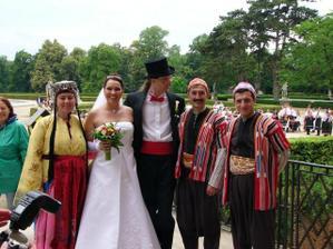 Ve Slavkově probíhal festival tanců a tak jsme se vyfotili s Turky