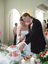 .... teď jsem si všimla, že tam není vidět náš výborný úžasný marcipánový dort ... TADY JE!