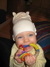 Ještě jedna fotečka Patrička - přišli jsme z procházky a mamča mi ještě nesundala čepici