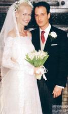Claudia Schiffer - krány venček závoj - no ako víla, šaty vyšli na 7 mil. korun - ufff