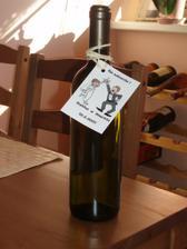 takto bude etiketa na vínku, ale s našou tématikou, ktorá bude na oznamku a pozvánkach k stolu