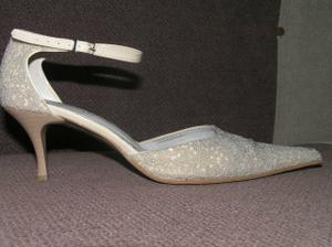 A toto sú už  moje topánky po svadbe :)