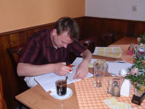 dodělávání jmenovek na stůl :-)