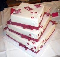 Svatební dort byl také oříšek....