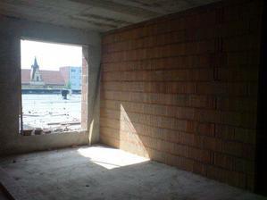 obyvacka s dverami na terasu-uz je to v lepsom stave len nemam novsie fotky