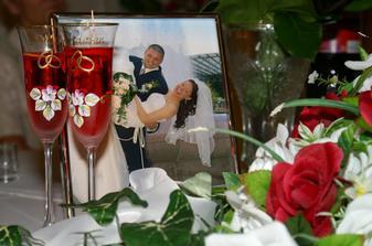 fotograf bol taký šikovný že mi počas svadby priniesol darček ramček s našou fotkou