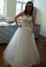 Moje svadobné šaty, ušité u p. Kalinčíkovej v salóne Jasmine v Trenčíne