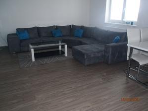 naša sedačka :-) stolík bude iný, koberec tiež ... a chýba tam môj vysnívaný obraz ešte :-)