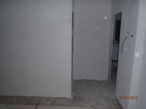Na ľavo kúpeľňa a na pravo decká izba