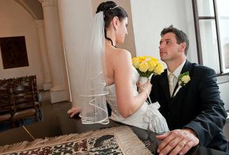 s manželem u klavíru