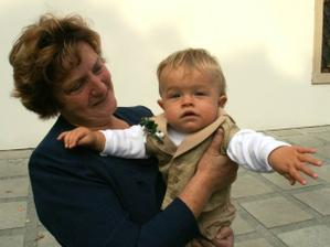 Babicka s malym Pavlikem